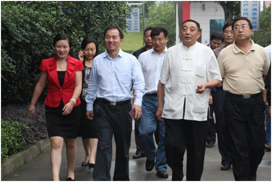 四川省科技厅陈放副厅长到我司视察省重点实验室的工作